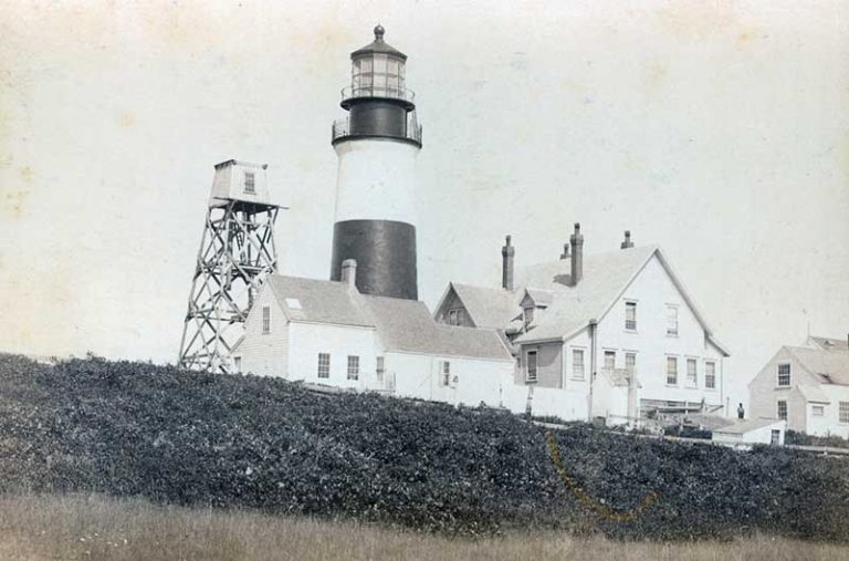Black and white image of lighthouse and keepers house