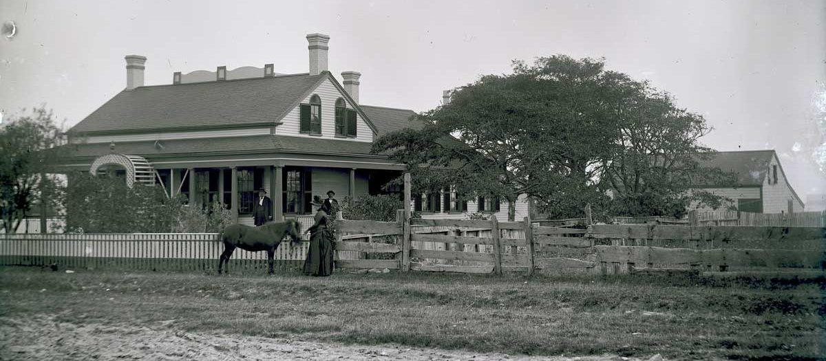 The house and barn at 28 Main Street, Siasconset, with two men, two women, and a pony out in front.